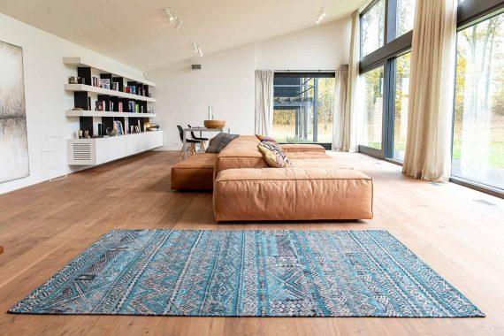 Louis De Poortere tapijt PT 9110 Antiquarian Kilim Zemmuri Blue interior 2