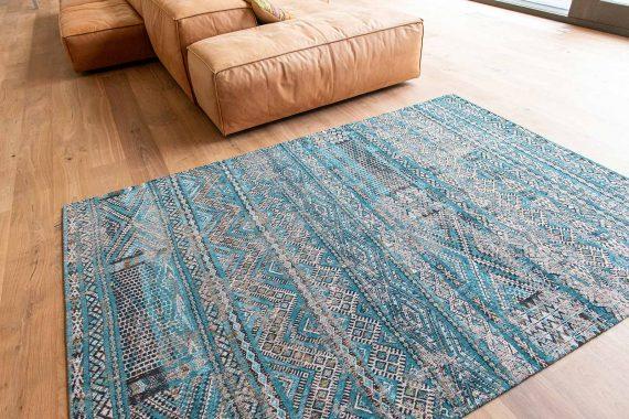 Louis De Poortere tapijt PT 9110 Antiquarian Kilim Zemmuri Blue interior 6