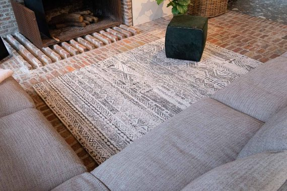 Louis De Poortere tapijt PT 9114 Antiquarian Kilim Medina White interior 3