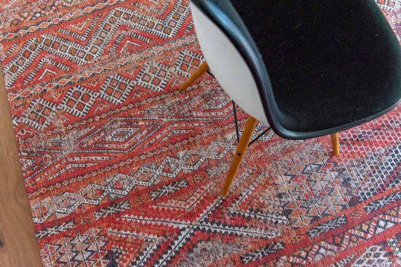 Louis De Poortere tapijt PT 9115 Antiquarian Kilim Fez Red interior 4