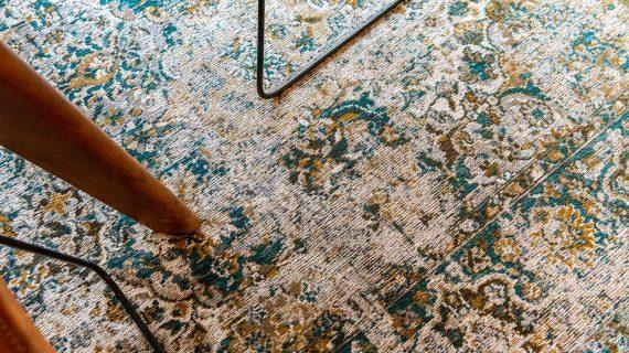 Louis De Poortere tapijt PT 9127 Antiquarian Bakhtiari Fener interior 8